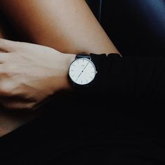 Very simple daniel wellington watch. Minimal Classic, Minimal Chic, Fashion Mode, Fashion Beauty, Fashion News, Girl Fashion, Mein Style, Mode Inspiration, Fashion Inspiration