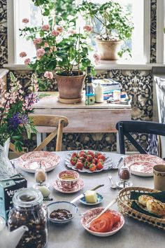 Good Morning Breakfast, The Breakfast Club, Breakfast Time, Slow Living, Home And Living, Brunch, Red Cottage, Summer Picnic, Spring Recipes