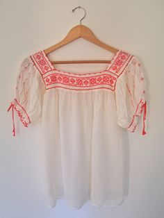 Embroidered Mexican Blouse / Vintage Embroidered Blouse