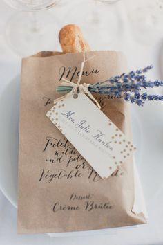 liebelein-will: Menükatze // Baguett // Französisch // Provence // Lavendel // Hochzeit // Wedding // Hangtag // Tüte // Bag - Mehr dazu findet ihr auf unserem Blog: liebelein-will.com