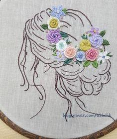 머리에 화관을 얹은 여인~~ 아우트라인스티치로 윤곽을 잡아주었다. 실의 올수를 바꾸어가며 선의 강약을 ... Hand Embroidery Stitches, Embroidery Patterns, Kurti, Whoville Hair, Projects, Hair Bows, Toss Pillows, Dots, Hairdos