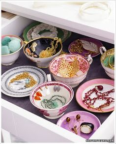 china dishes to organize jewelry!