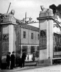 Entrada a la Casa de fieras (Retiro) MADRID