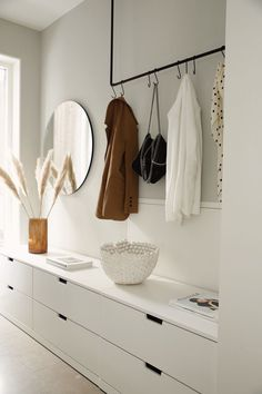 Combination of flat cupboards & clothes rail - Combination of flat cupboards & clothes rail Informations About Kombination flache Schränke & Kleid - Decor, White Hallway, Clothes Rail, Home, Blue Bedroom Decor, House Interior, Apartment Decor, Bedroom Decor, Ikea Shoe Cabinet