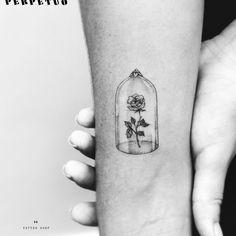 Filipe_Lopes | Lindíssima tattoo delicada! #PerpetuoTattoo #BernardoBoni #RioDeJaneiro #fineline #blackwork #designer #TatuadoresDoBrasil #flor #flower #pontilhismo #dotwork | Tattoodo