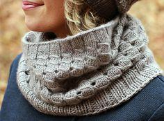 Ravelry: Cashmere Perle pattern by Plucky Knitter Design - die untere größere Weite ergibt sich durch immer größer werdende Nadelstärken!