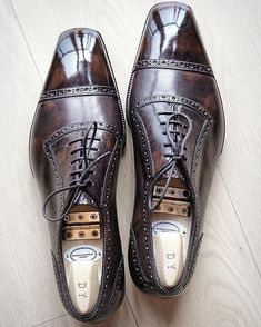 """bespoke #cleverley in antique bourbon calf It has an elongated silhouette and looks visually lengthier than my usual english shoes. The toe shape is between the Cleverley """"suspiciously"""" square and the Anthony Cleverley square. The initialed shoetree is a https://bellanblue.com"""