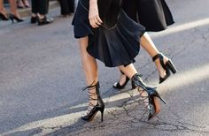 Rien de plus #féminin que des #escarpins à laçage (les mêmes chez Isabel Marant) #chaussure #talon #mode #fashion