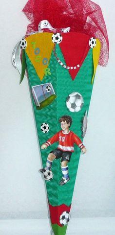 Diese Schultüte ist besonders für alle Fussballfans gemacht. Der Namen auf der Schultüte ist natürlich austauschbar.