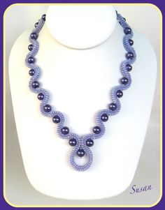 Love the pattern and colours. Beaded Jewelry Designs, Seed Bead Jewelry, Bead Jewellery, Handmade Jewelry, Seed Beads, Beaded Bracelet Patterns, Beaded Necklace, Bead Patterns, Jewelry Crafts