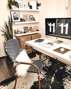 Black and White Decorating Ideas for Home Office Designs - Page 23 of 37 - VimDecor black and white home office, home office ideas, home office design, chic home office Home Office Space, Home Office Design, Home Office Decor, Home Decor, Office Ideas, Office Designs, Creative Office Decor, Office Inspo, Office Shelf