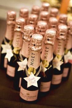 mini bottles of Champagne. Before wedding or night before. New Years Wedding, New Years Eve Weddings, Dream Wedding, Wedding Day, Wedding Reception, Irish Wedding, Wedding Venues, Diy Wedding, Wedding Meme