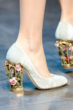 New Arrival Birdcage Flowers High Heels Women Pumps Round Toe Elegant Women Shoes Luxury Bride Wedding Shoes Zapatos Mujer 2015 Diy Fashion, Ideias Fashion, Fashion Shoes, Milan Fashion, Fashion Details, Runway Fashion, Latest Fashion, Fashion Trends, Cute Shoes