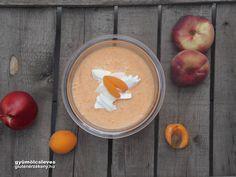 Gyümölcsleves sárgabarackkal és nektarinnal A nagy nyári melegben kellemes felfrissülést hozhatnak a hideg gyümölcslevesek. Lektorált gluténmentes leves recept tápérték számítással.