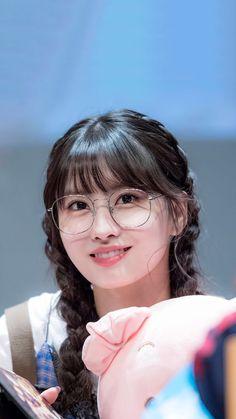 Korean Clothing Styles The Beige Blouse Kpop Girl Groups, Korean Girl Groups, Kpop Girls, Extended Play, Nayeon, Twice Momo Wallpaper, Warner Music, Tumbrl Girls, Twice Jihyo