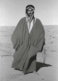 Sheikh Zayed bin Sultan Al Nahyan Sultan Pictures, Naher Osten, World Oil, Nostalgic Images, Arabian Beauty, Man Ray, African Masks, Arabian Nights, Stop Motion
