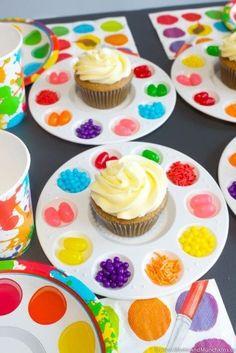Birthday Fun, Art Birthday Cake, Paint Birthday Parties, Girl Birthday Party Themes, Birthday Stuff, Artist Birthday Party, Kids Cupcake Birthday, Girl Party Games, Diy Rainbow Birthday Party