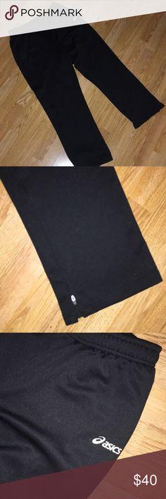 ASICS Men's Essentials Pant NEVER BEEN Worn. Men's medium ASICS Pants very comfy. Zipper down leg. Super down pocket s. Draw string around waist. See pictures for details. Asics Pants Sweatpants & Joggers