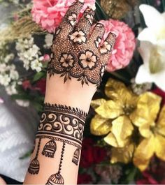 Flower Arm Mehndi Design Mehndi henna designs are always searchable by Pakistani women and girls. Women, girls and also kids apply henna on their hands, feet and also on neck to look more gorgeous and traditional. Henna Hand Designs, Dulhan Mehndi Designs, Mehndi Designs Finger, Wedding Henna Designs, Latest Bridal Mehndi Designs, Mehndi Designs For Girls, Mehndi Designs For Fingers, Unique Mehndi Designs, Mehndi Design Pictures