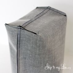 Large Denim Bag Pattern Learn how to make this denim shopping bag, large free denim .Large Denim Bag Pattern Learn how to make this denim tote bag, a large, free denim bag pattern. Lunch Bag Tutorials, Sac Lunch, Lunch Bags, Patchwork Bags, Denim Bag, Fabric Bags, Handmade Bags, Bag Making, Diy Clothes