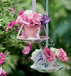 Flores na xícara? Por que não? Crie, invente, ouse e deixe seu lar muito mais bonito e alegre