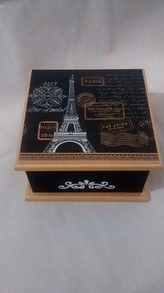Caja decorada con sellos y stencils Decoupage Tutorial, Decoupage Box, Decor Crafts, Diy And Crafts, Stencils, Altered Cigar Boxes, Moonlight Painting, Prayer Box, Vintage Paris