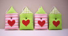 Stoffanhänger - 4er Set bunte Häuser - ein Designerstück von nikita76 bei DaWanda