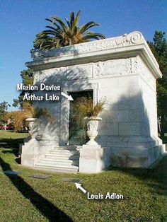 she died of stomach cancer on September in her home in Hollywood, California. (Findagrave states that she died of Cancer of the mandible (lower jawbone). Marion Davies, In Hollywood, Hollywood California, Grave Memorials, Find A Grave, Memories, Outdoor, September 22