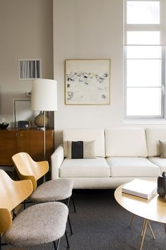 White living room, mid century modern furniture, round coffee table
