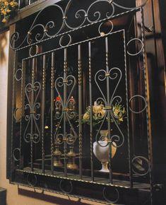 Home Window Grill Design, Iron Window Grill, Grill Gate Design, Balcony Railing Design, Iron Gate Design, Window Design, Window Bars, Wrought Iron Stairs, Phone Wallpaper Design