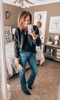 Bootleg Jeans Outfit, Jeans Outfit Winter, Cute Outfits With Jeans, Cute Jeans, Casual Outfits, Fashion Bloggers Over 40, Fashion Over 40, Dinner Date Outfits, Night Outfits