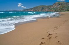 The number of beaches on Crete is numerous. One can choose between a lot of fine sandy beaches, pebble beaches and nude beaches for holidays in Greece. Station Balnéaire, Greece Holiday, Nude Beach, Love Island, Pebble Beach, Sandy Beaches, Greek, Crete Greece, Luxury Villa