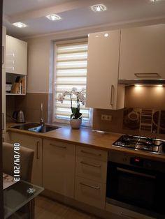 Wnętrza, kawka ze smietanka,kuchnia IKEA - Kolejna kuchnia za nie duza cene.kuchnia z IKEA,blat Kronopol,plytki drewnopodobne,na scianie kafle paradyz.Roleta Dzien/Noc.Szafki Abstrakt jasny... Kitchen Cabinets, Home Decor, Activities, Abstract, Decoration Home, Room Decor, Cabinets, Home Interior Design, Dressers