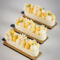 Exotic fruits cheesecake by Fancy Desserts, Small Desserts, Desserts For A Crowd, Dessert Bars, Dessert Recipes, Mini Cakes, Cupcake Cakes, Tea Cakes, Patisserie Fine