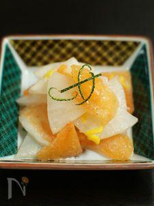カブと柿のサラダ Japanese Food, Camembert Cheese, Cantaloupe, Pineapple, Fruit, Recipes, Salad, Pine Apple, Recipies