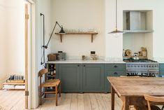 my scandinavian home: London calling: Could This Be Your Next Home? my scandinavian home: London calling: Could This Be Your Next Home? Victorian Terrace House, Victorian Homes, Victorian London, Victorian Kitchen, Home Interior, Interior Styling, Home Living, Living Spaces, Slow Living