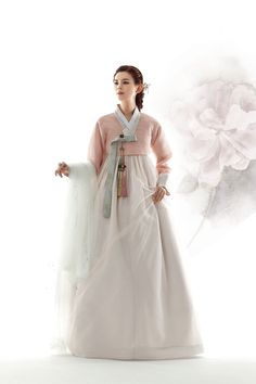 친정어머니 202 Korean Traditional Dress, Traditional Fashion, Traditional Dresses, Korean Girl, Asian Girl, Modern Hanbok, Korean Dress, Fantasy Dress, Groom Dress