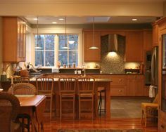Traditional Kitchen Kitchen Tile Design, Pictures, Remodel, Decor and Ideas - page 2 (notice how tile and hardwood meet at the edge of the kitchen)