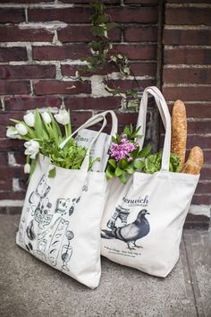 """awakenedbysunrise: """" matchbookmag: """" Jane Lilly Warren's darling totes… (photo: Courtney Apple / Matchbook March """" Farmer's market shopping expectation. Reality: a bunch of clear plastic bags of. This Is Your Life, Web Design, Market Bag, Canvas Tote Bags, Bagan, Farmers Market, Reusable Tote Bags, Natural, Spring"""