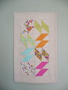 Miss Print: Tutorial: Ziggy Zaggy Mini Quilt or Tabletopper