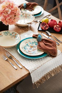Coalescing swirls of color suggestions of flowers and a soft shine result in a fresh-as-spring look for Pier 1u0027s Terracina Italian-Made Dinnerware. & Give your dinner guests a taste of Italy with Pier 1u0027s Italian-made ...