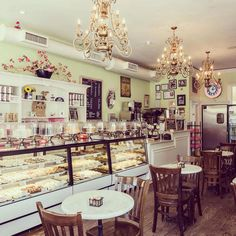 NYC Places: bakery Karlie Kloss little cupcakes-NYC Bakery Decor, Bakery Interior, Bakery Display, Bakery Design, Cafe Design, Bakery Ideas, Design Design, Bakery Store, Bakery Cafe