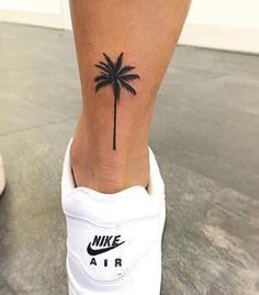 Tattoo Ideen Frauen - Palm Tree Tattoo Frauen Basteln mit Kindern Herbst Please visit our website for Mini Tattoos, Trendy Tattoos, Leg Tattoos, Tattoos For Women, Tattoo Women, Woman Tattoos, Arrow Tattoos, Tattoo Girls, Girl Wrist Tattoos