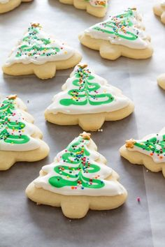 Make the perfect cut out sugar cookies every time without chilling the dough! Our recipe makes a soft cookie that's sturdy enough for icing! Sugar Cookie Recipe No Chill, Sugar Cookie Cutout Recipe, Cream Cheese Sugar Cookies, Cut Out Cookie Recipe, Homemade Sugar Cookies, Chewy Sugar Cookies, Sugar Cookies Recipe, Cookie Recipes, Icing Recipes