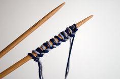 Wie man Maschen anschlagen kann, je nachdem was man stricken möchte. Mit der heutigen Technik, lernt ihr wie man Maschen in zwei Farben anschlägt.