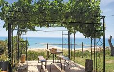Casetta Paradiso Menfi AG Casetta Paradiso offers pet-friendly accommodation in Porto Palo, 48 km from Marsala and 18 km from Sciacca. The property is 49 km from Castellammare del Golfo and boasts views of the sea. Free private parking is available on site.