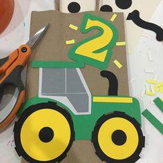 Bolsa de regalo tractores decoraciones de tractores tema de | Etsy Tractor Birthday Cakes, Farm Birthday, Pac Man Party, Construction Birthday Parties, Construction Party, Diy Party Bags, John Deere Party, Farm Crafts, Farm Party