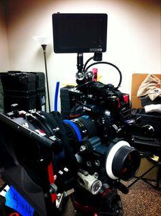@VultureEquip  #cameraporn our @16x9inc #mattebox @movcam follow focus @SmallHD, @letusdirect cage & handle, @NikonUSA #D800 pic.twitter.com/eDsPYR8G