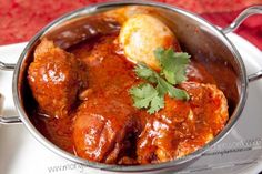 Zighny is the Sudanese version of Ethiopian curry which has a typically intense and rich flavour, along with a deep and dark red colour.