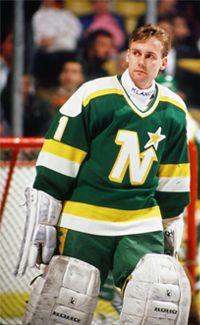 Kari Takko (Minnesota North Stars 1985-90, Edmonton Oilers 1990-91) Hockey Goalie, Hockey Teams, Hockey Players, Ice Hockey, Minnesota North Stars, Minnesota Wild, Nhl, Wild North, Goalie Mask